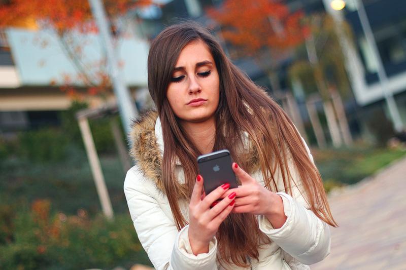 Para psicóloga, os pais devem incentivar os filhos a reduzir o tempo online.