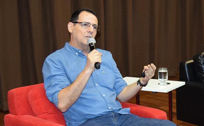 Professor Nilo Ribeiro no III Seminário Internacional Emmanuel Levinas.