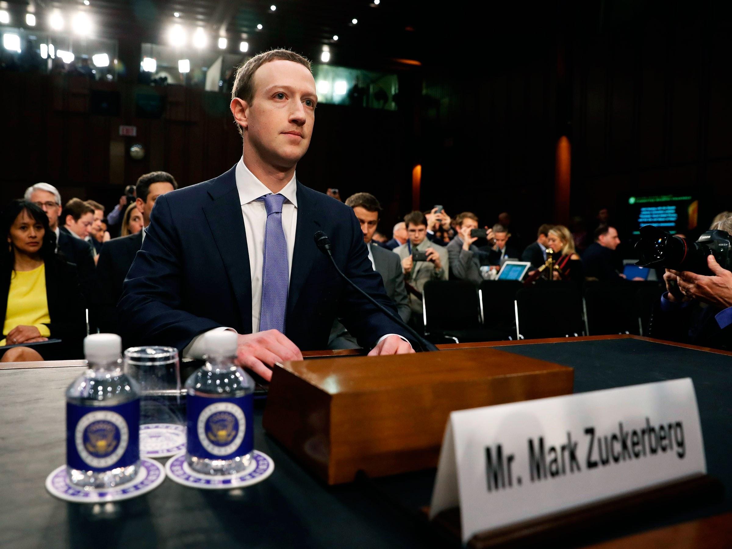 Mark Zuckerberg deveria estar em cana, vendo o sol nascer quadrado há tempos.