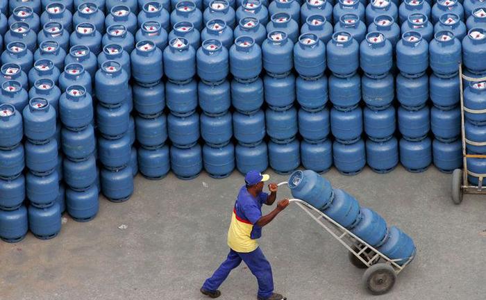 O preço do gás de cozinha pode representar parcela significativa da renda de uma pessoa economicamente hipossuficiente.