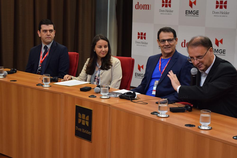 Os professores Caio Lara, Claudia Oliveira, Nilo Ribeiro e Paulo Stumf compuseram a mesa solene de abertura do 4º Seminário.