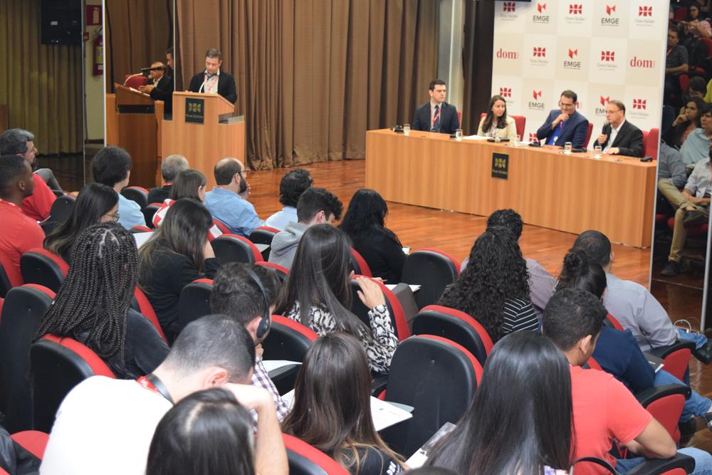 O reitor da Dom Helder, Paulo Stumpf, falou durante a mesa de abertura do Seminário