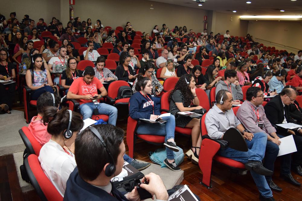 Plateia cheia para o seminário Levinas