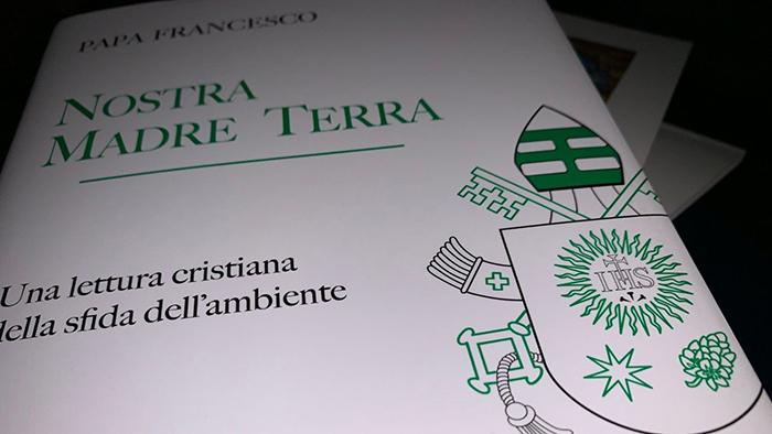 O livro 'Nostra madre Terra. Una lettura cristiana della sfida dell'ambiente' reúne os discursos do papa sobre o cuidado da criação.