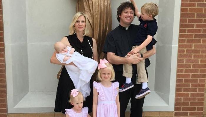 O padre Joshua J. Whitfield é casado, foi anglicano e se tornou católico sem deixar o presbiterato