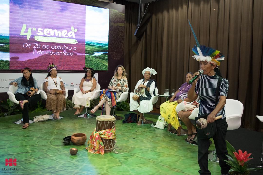 Elizabet Tikuna na mesa 'Mulheres dos povos tradicionais da Amazônia: Lutas e desafios' durante a Semea 2019