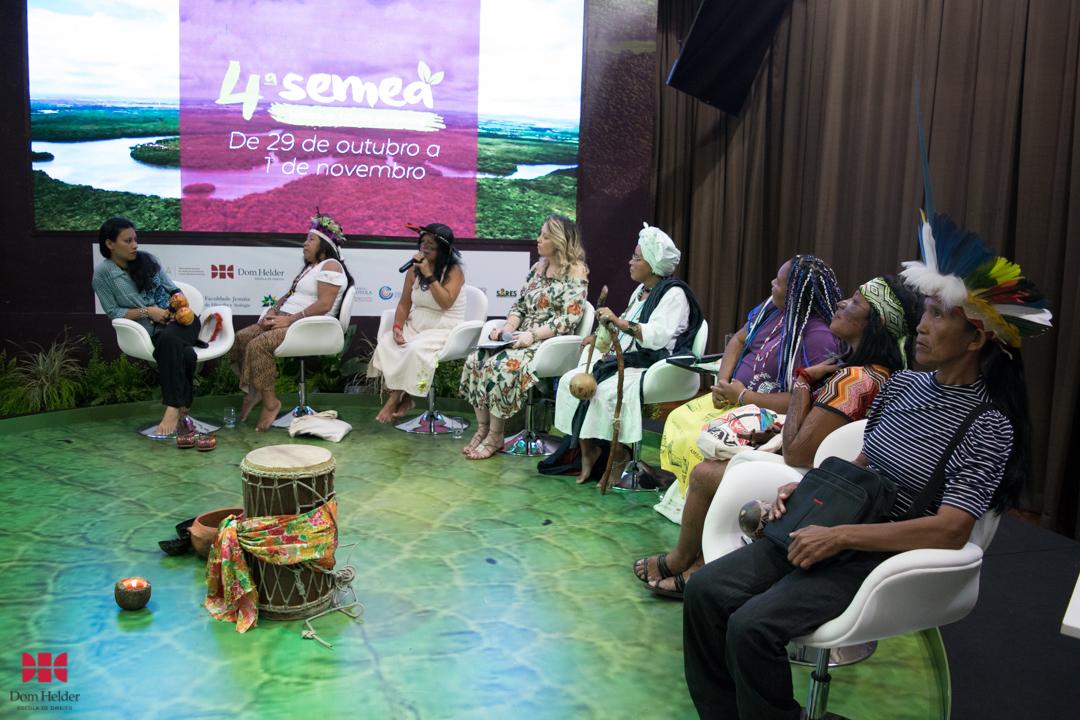 Marcivâna Seteré Mawè na mesa 'Mulheres dos povos tradicionais da Amazônia: Lutas e desafios' durante a Semea 2019