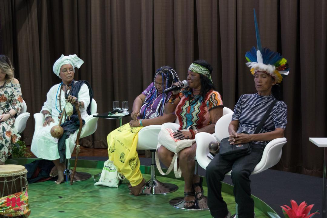Carla Marajoara na mesa 'Mulheres dos povos tradicionais da Amazônia: Lutas e desafios' durante a Semea 2019
