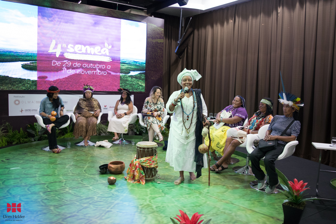 Yashodam yalorixá na mesa 'Mulheres dos povos tradicionais da Amazônia: Lutas e desafios' durante a Semea 2019