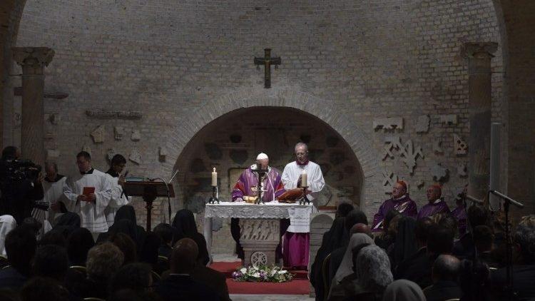 """Papa quis presidir a celebração Eucarística de Finados nas Catacumbas de Priscila, a """"regina catacumbarum"""""""