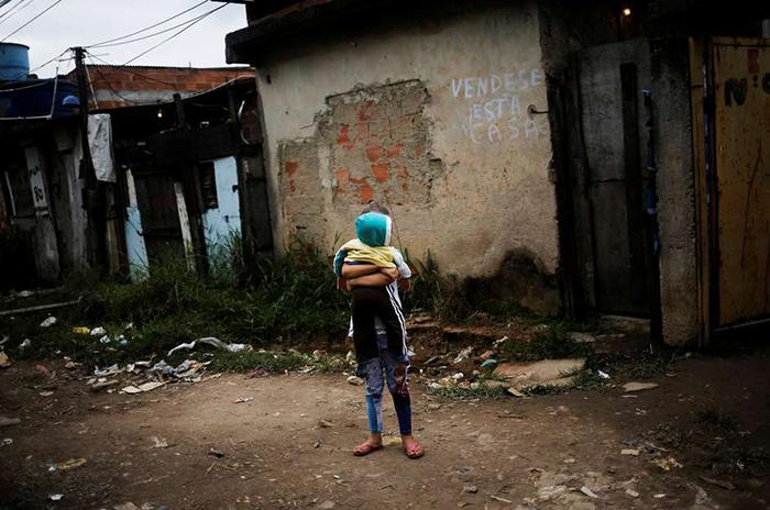 Segundo a pesquisa do IBGE, o Brasil tinha cerca de 13,5 milhões de pessoas vivendo com menos de 1,90 dólar ao dia em 2018.