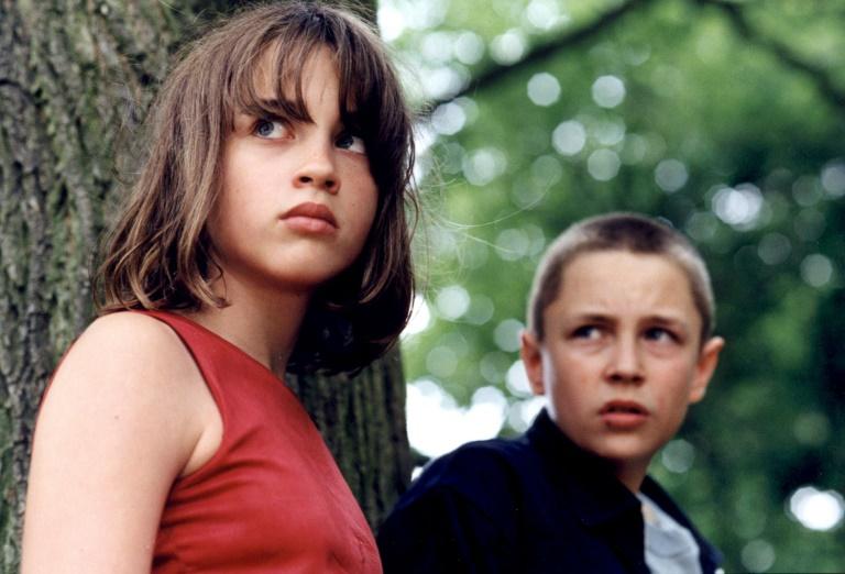 A atriz Adèle Haenel, então com 12 anos, e Vincent Rottiers (direita) na filmagem de