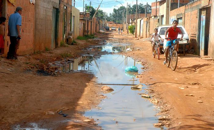 Do total de pessoas vivendo em casas sem esgoto, 63%, ou 46,526 milhões de pessoas moram no Norte ou no Nordeste.