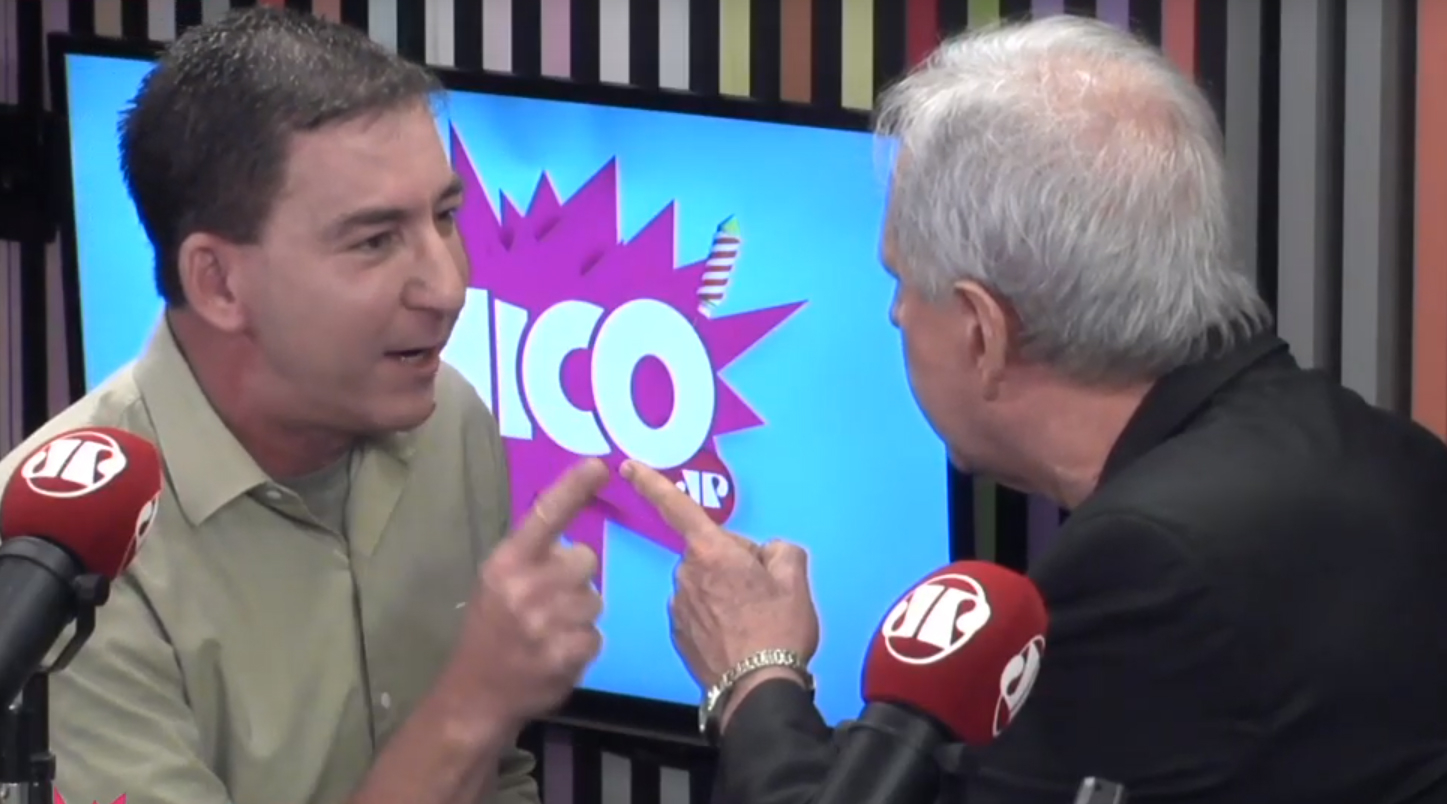 Os jornalistas Augusto Nunes e Glenn Greenwald trocaram empurrões no programa Pânico