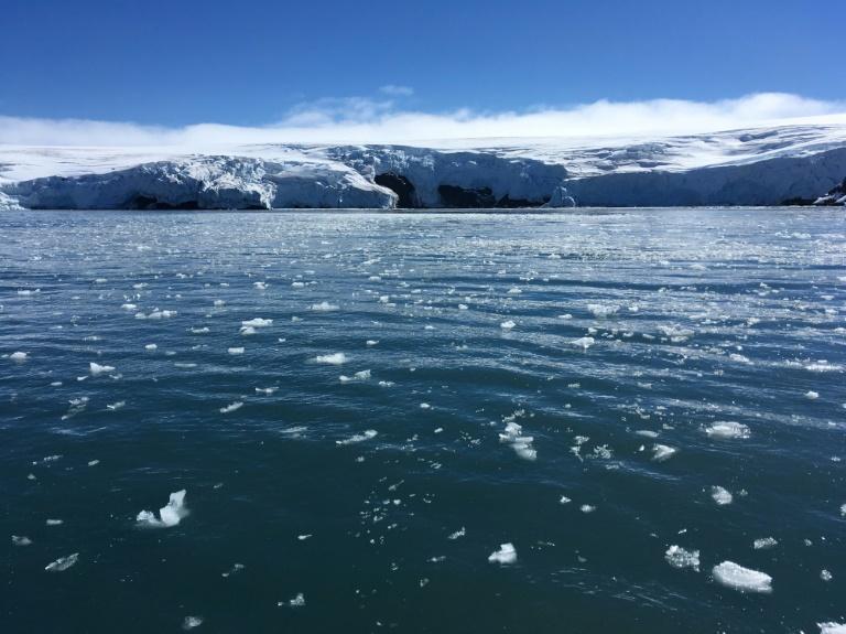 Blocos de gelo derretendo na Antártica