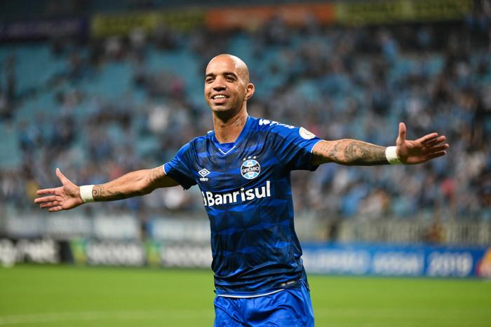 Tricolor marcou 2 a 0 sobre o CSA, na Arena do Grêmio