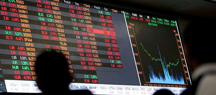O dólar subiu 1,80% e fechou a R$ 4,16. Já a Bolsa cai 1,78%