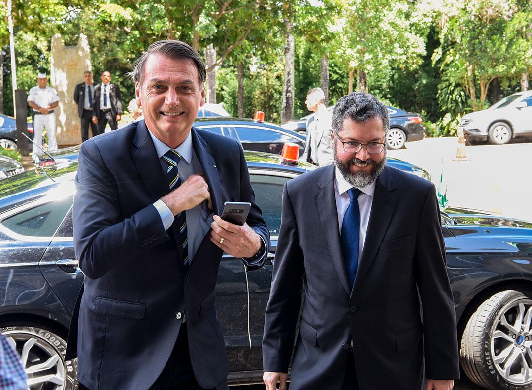 Em sua publicação, Bolsonaro disse que a renúncia de Bolsonaro traz como lição para o Brasil