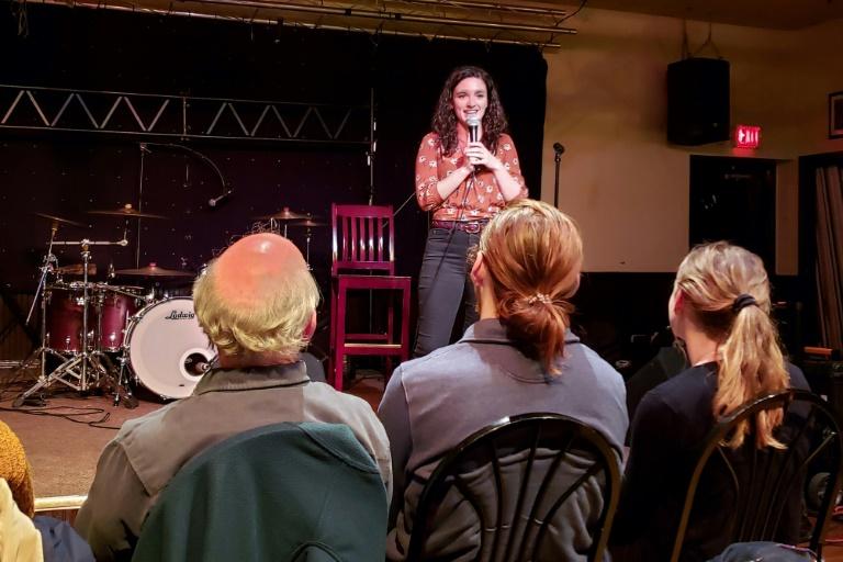 Shannon Odell apresenta 'Drunk Science' em Nova York