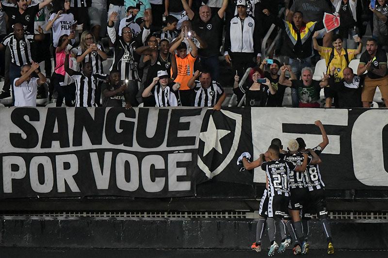 O Fogão saiu da zona de rebaixamento, mas futebol apresentado preocupa