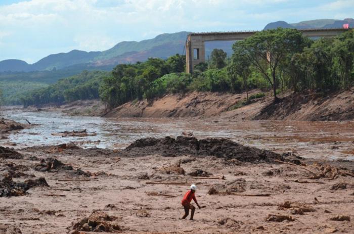 Rompimento de barragem deixou mais de 240 mortos na cidade mineira