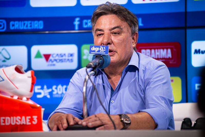 'No Brasil, os torcedores radicais definiram que seus clubes estão proibidos de perde'