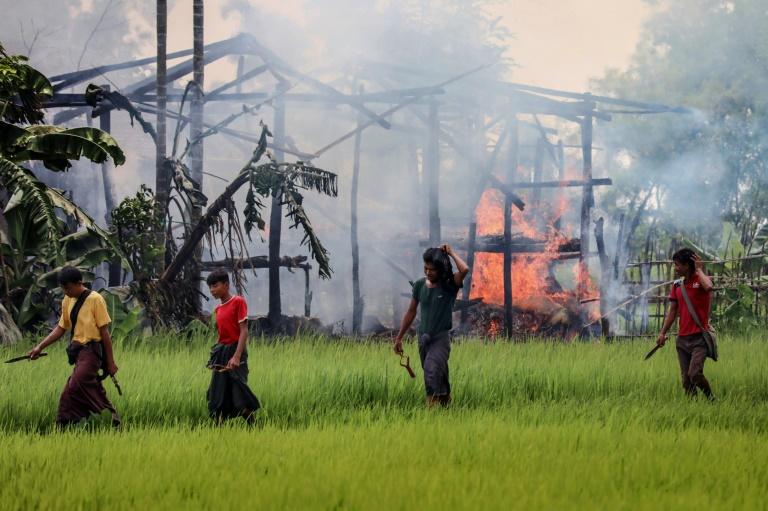 Mianmar lançou uma repressão militar em 2017 que forçou 740 mil rohingyas a fugir da fronteira para campos amplos em Bangladesh