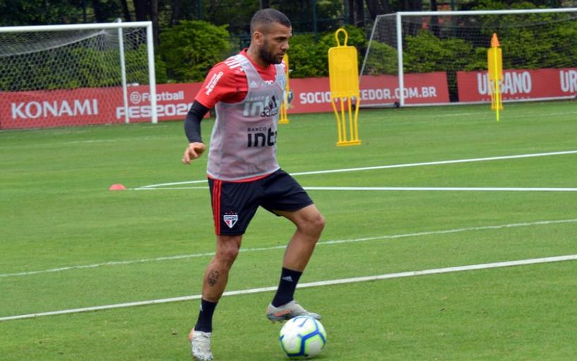 Daniel Alves deve reforçar o tricolor na próxima rodada