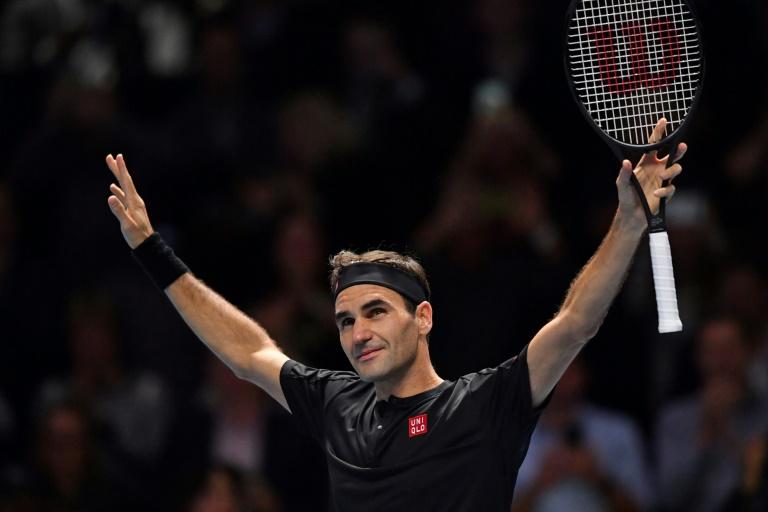 O suíço Roger Federer comemora a vitória sobre Novak Djokovic no ATP Finals