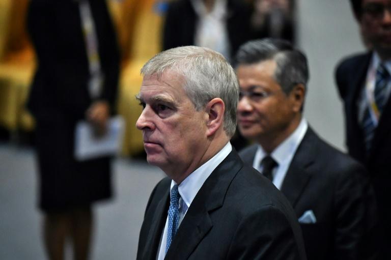 O príncipe Andrew, oitavo na linha de sucessão ao trono