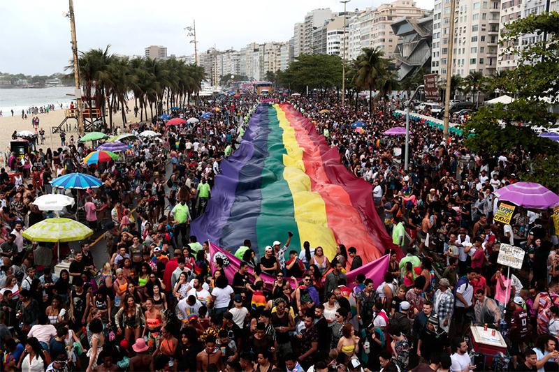 Parada LGBT em Copacabana, no Rio de Janeiro
