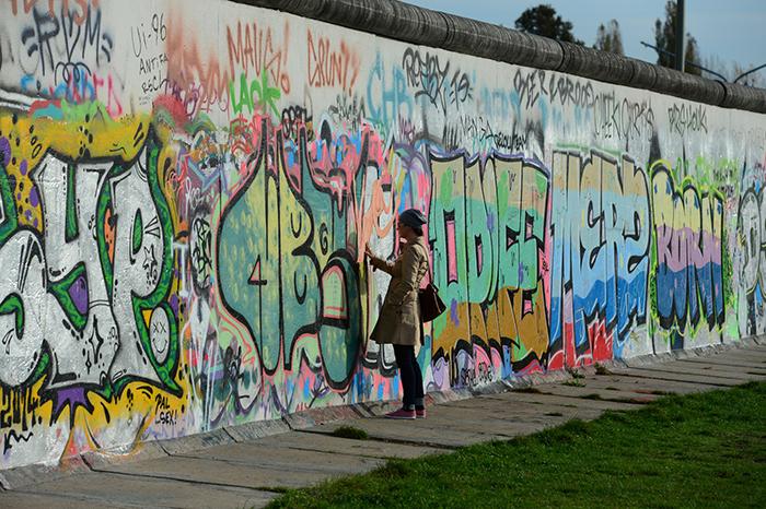 O Muro é onipresente, é a grande cicatriz de Berlim