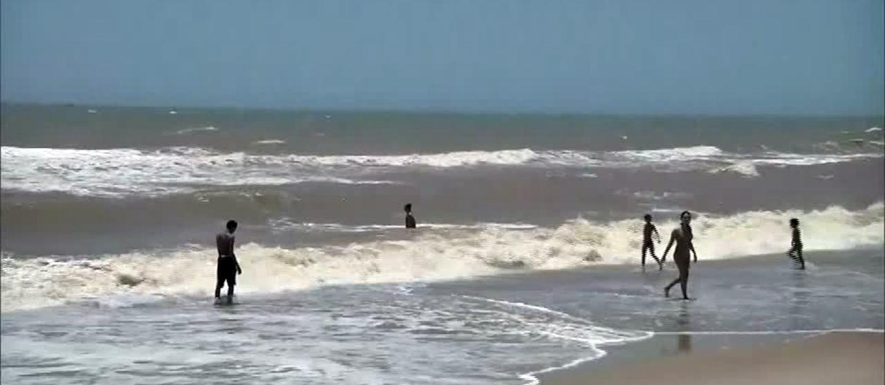 Fragmentos de óleo chegam a praia em São João da Barra