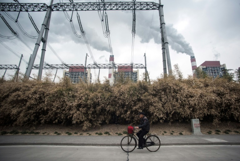 Eletricidade a carvão de usinas como esta em Xangai, China, pode ter uma queda recorde este ano