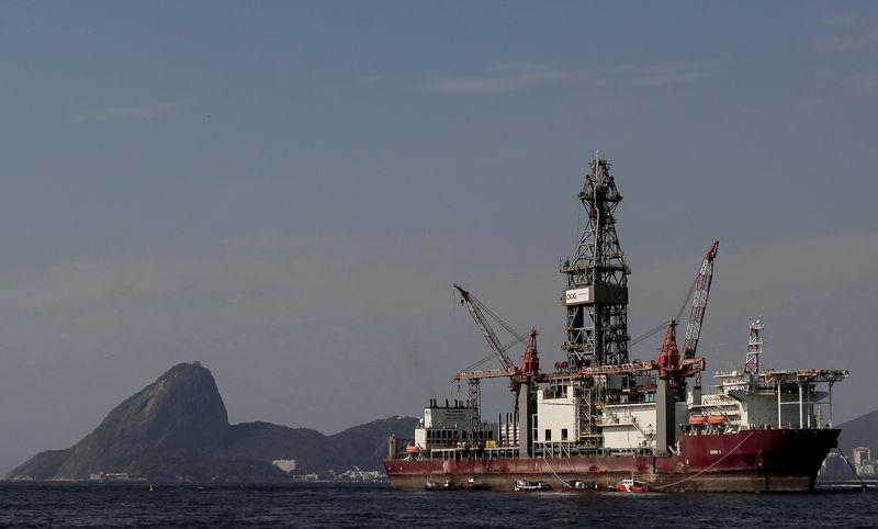 Sonda na Baía de Guanabara, no Rio de Janeiro: país tem direito à exploração de recursos como petróleo e gás natural.