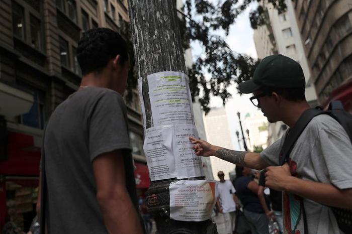 Desemprego do Brasil cai a 11,6% no trimestre até outubro, mas informalidade renova recorde
