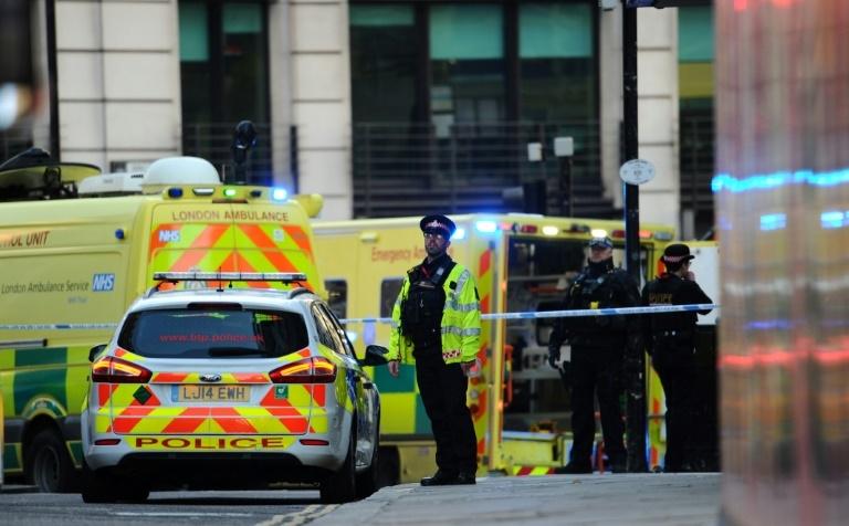 Serviço de emergência mobilizado na London Bridge, em Londres, em 29 de novembro de 2019
