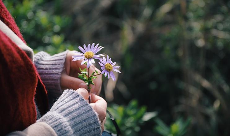 Quem se sente agradecido para com alguém, mantém uma relação próxima com essa pessoa, está atenta a ela, escuta-a e deseja demonstrar-lhe sua gratidão. (Unsplash)