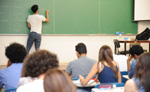 Empresa pagará a uma professora horas extras dos intervalos de poucos minutos entre as aulas. (Cecília Bastos/USP Imagens)