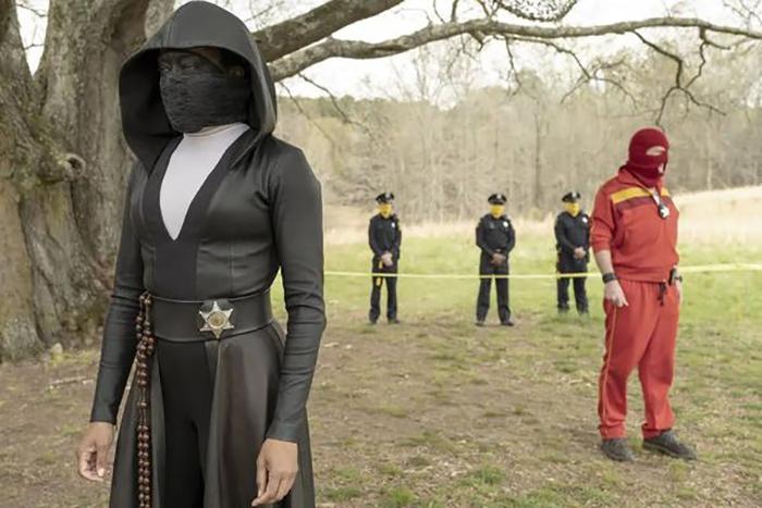 Watchmen: Criador da série, Damon Lindelof faz espécie de continuação da idolatrada graphic novel da DC, de Alan Moore e Dave Gibbons.