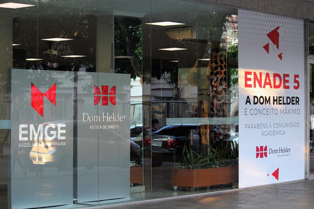 Entrada pela qual se tem acesso à EMGE (Escola de Engenharia) e a Dom Helder (Escola de Direito)