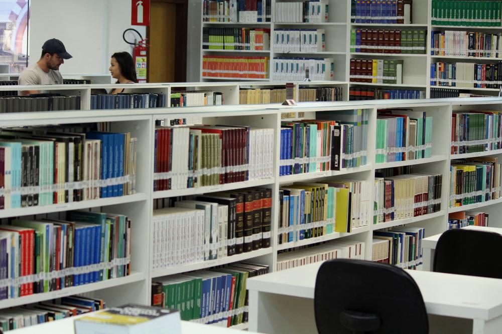 A biblioteca Dom Helder / EMGE disponibiliza também acesso a acervos bibliográficos de bibliotecas internacionais e aos maiores periódicos virtuais