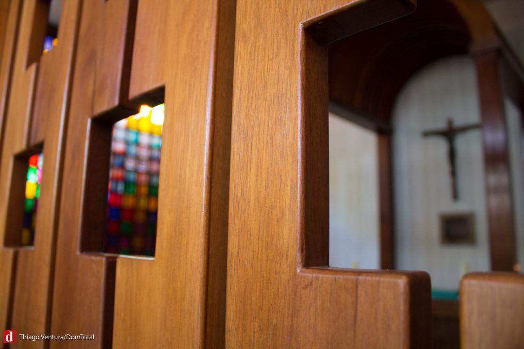 Templo levou 50 anos para ficar pronto e exibe estilo modernista aplicado ao estilo de vida monástico. Em pleno grande centro urbano, monjas de até 99 anos levam vida enclausurada de oração e trabalho