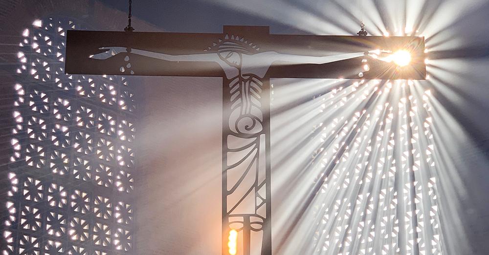 A cruz é o símbolo maior do protesto de Deus contra estruturas sociais baseadas na violência