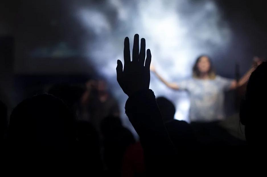 O cristão é seguidor de um Deus crucificado, seu símbolo maior é uma cruz