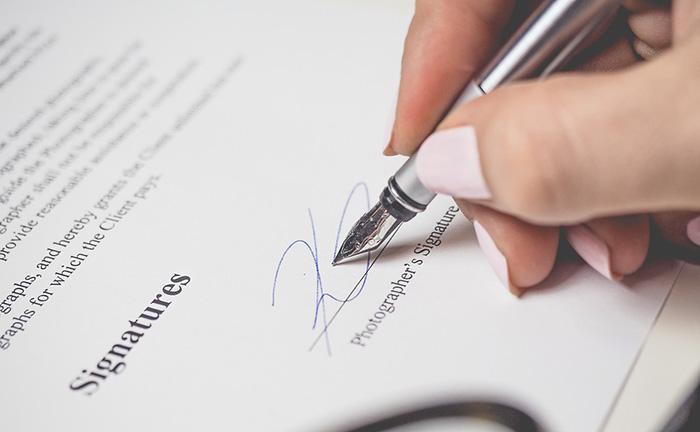 Uma venda sem defeitos materiais ou formais resulta na aquisição de um direito por parte do comprador
