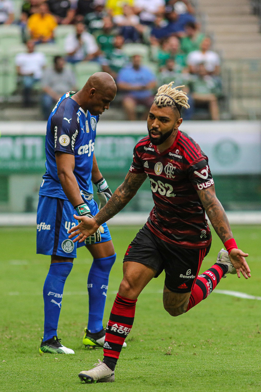 Gabriel Barbosa foi o artilheiro chegando aos 24 gols, outro recorde, ao anotar duas vezes neste domingo