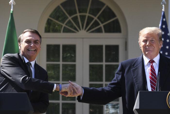 Trump anunciou que vai retomar imediatamente tarifas norte-americanas sobre importações de aço e alumínio do Brasil e da Argentina