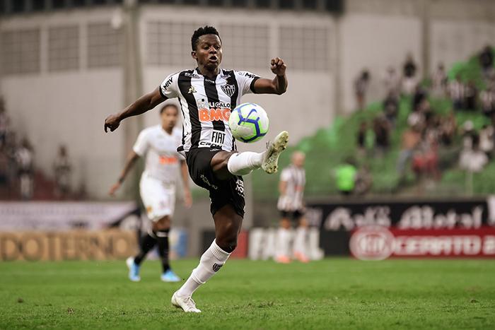 Cazares foi o destaque do Atlético na vitória por 2 a 1 sobre o Corinthians, neste domingo