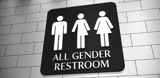 A moça de 17 anos, que se identifica com o gênero feminino desde os 10, foi abordada pela primeira vez no próprio banheiro feminino do shopping por uma funcionária da equipe de limpeza